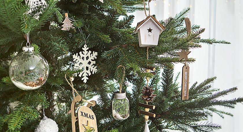 Alberi Di Natale In Legno Addobbati : Iper l albero di natale il protagonista della festa